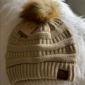 🎁🌲NWT CC Exclusives Cable Knit Beanie in Beige